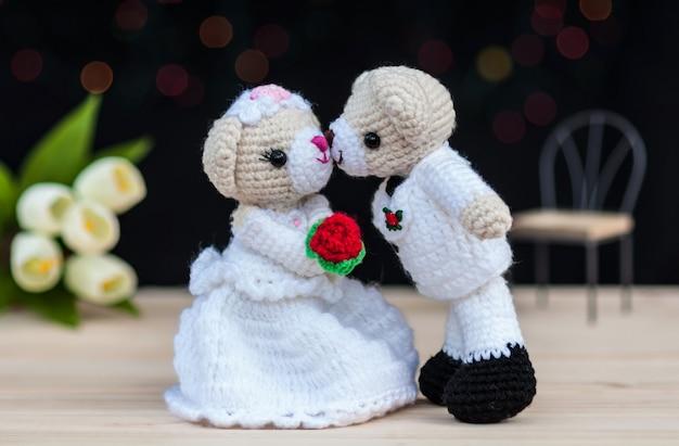 Belles poupées d'ours de mariage