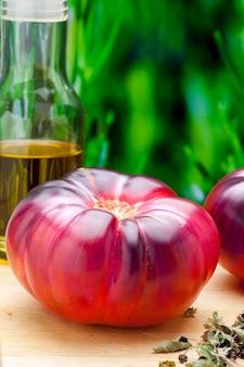 Belles tomates fraîches mar azul marazul c'est une nouvelle et délicieuse variété de tomate sud de l'espagne mer méditerranée