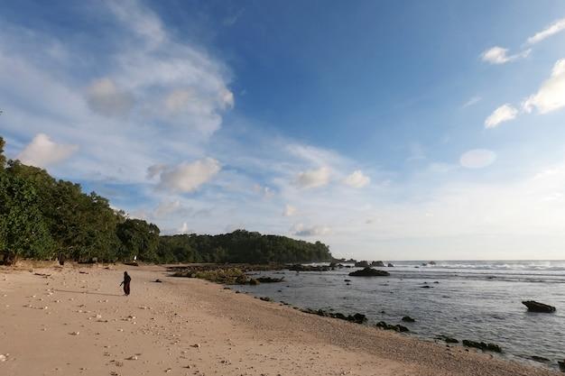 Bénéficiant de beaux paysages d'après-midi à wediombo beach wediombo beach situé à gunung kidul yogyakarta indonésie
