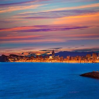 Benidorm alicante coucher de soleil sur la plage de playa de poniente en espagne