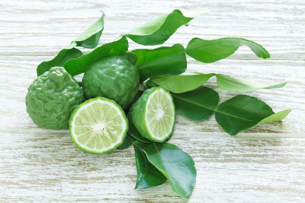 Bergamote kaffir lime feuilles herbe nature morte