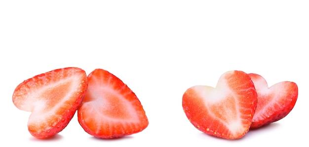 Berry en forme de coeur fraise isolé sur blanc