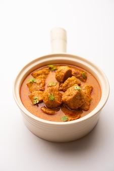 Besan gatte ki sabzi ou gatta curry recipe, menu populaire du rajasthan pour le déjeuner ou le dîner