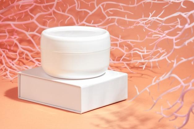 Beurre de crème de soin pour le visage et le corps aux minéraux marins.