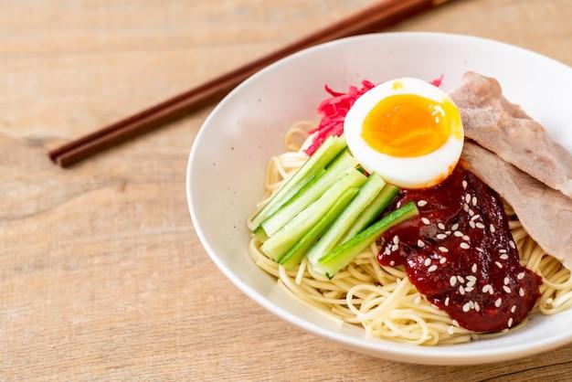 Bibim naengmyeon - nouilles froides coréennes