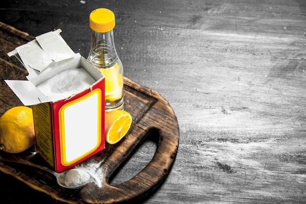 Bicarbonate de soude avec du vinaigre et du citron.