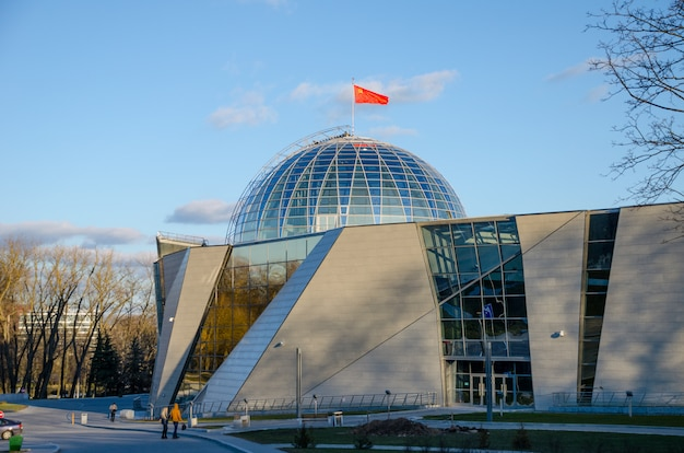 Biélorussie, minsk. le musée de la grande guerre patriotique a accueilli les visiteurs après la restauration de nombreuses expositions.