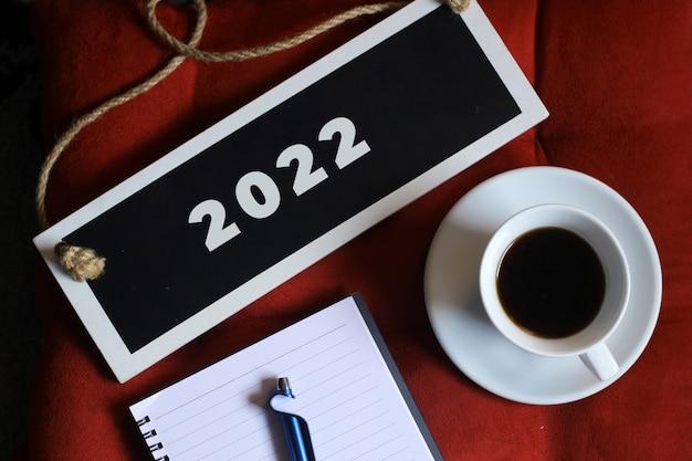 Bienvenue en 2022 avec un concept d'entreprise créatif à plat