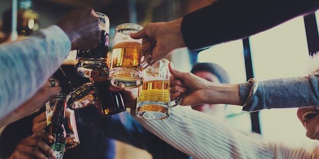 La bière artisanale boit de l'alcool