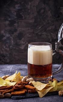 Bière et différentes collations