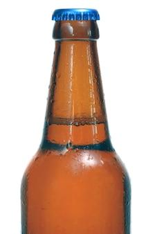 La bière est dans une bouteille