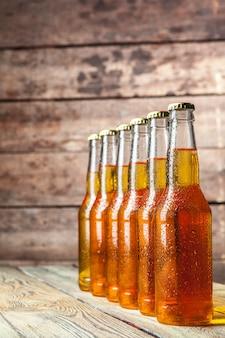 Bière fraîche en bouteilles de verre
