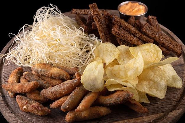Bière snack chips craquelins calmar poisson frit