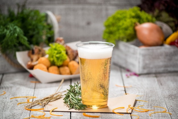 Bière sur la table