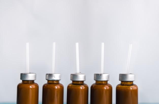Bifidobactéries liquides probiotiques dans une bulle blanche. concept de médecine. la prévention.