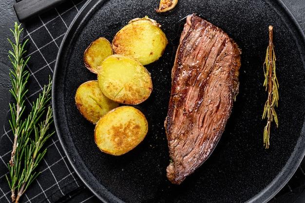 Bifteck de flanc de boeuf mariné grillé et pommes de terre
