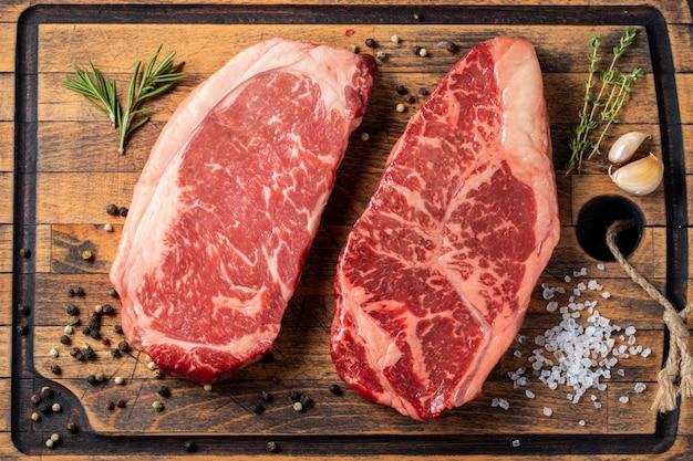 Biftecks de bœuf black angus crus frais