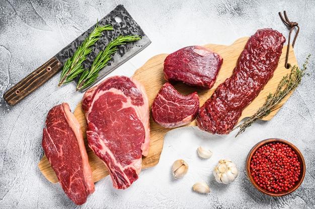 Biftecks de viande de boeuf filet mignon, faux-filet, contre-filet, jupe