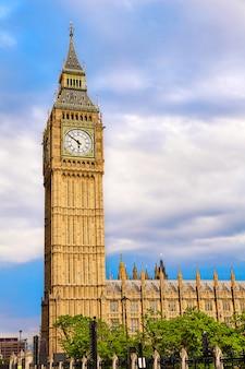 Big ben clock tower à londres en angleterre