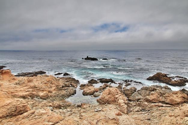 Big sur est une route panoramique sur la côte ouest des etats-unis
