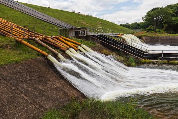 Big pipe en acier pour le drainage du barrage pour éviter les inondations.