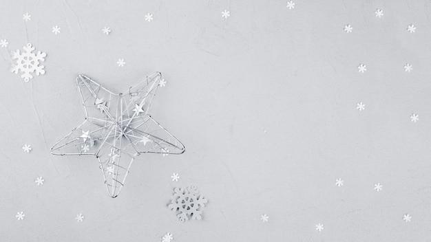 Big star avec flocon de neige sur la table
