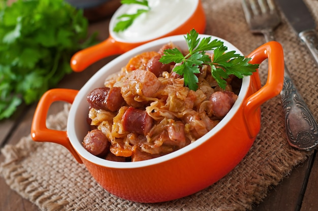 Bigos polonais avec saucisse fumée et bacon