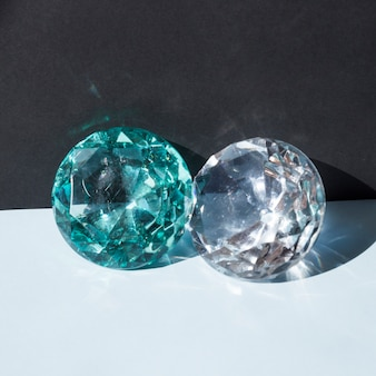 Bijou transparent brillant