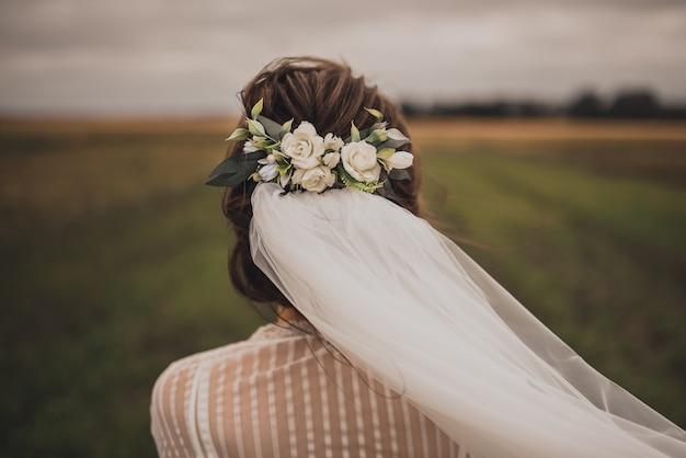 Bijoux de décorations de mariage sur la tête avec voile