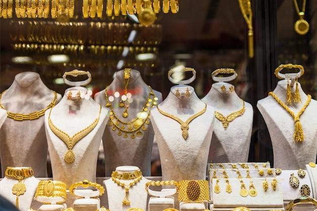 Bijoux en or disposés dans un magasin du grand bazar, istanbul