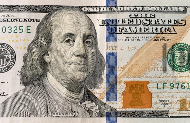 Billet de 100 dollars et portrait de benjamin franklin sur un billet en argent américain