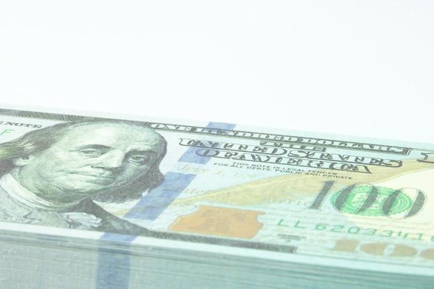 Billet de banque dollar sur fond blanc