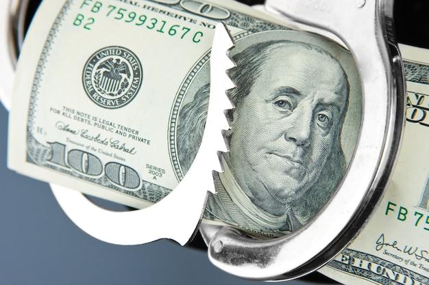 Billet de cent dollars menottés