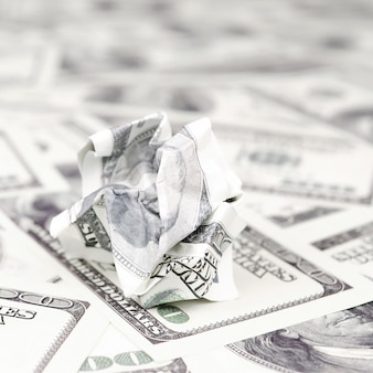 Le billet d'un dollar froissé des états-unis se trouve ensemble de projets de loi de l'argent lisse