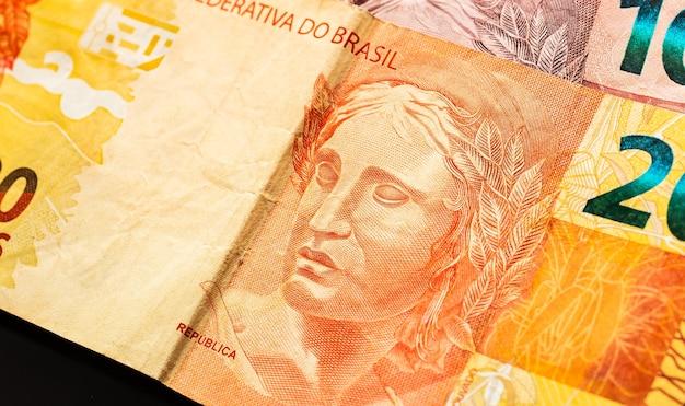 Billets d'argent réel brl brésil en macrophotographie