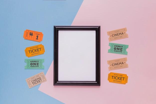 Billets de cinéma et un cadre