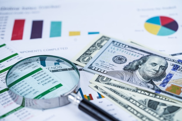 Billets en dollars américains argent sur le graphique