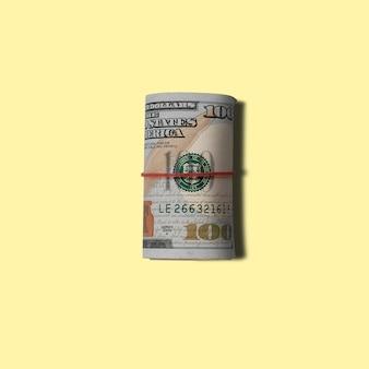 Billets en dollars américains sur fond jaune