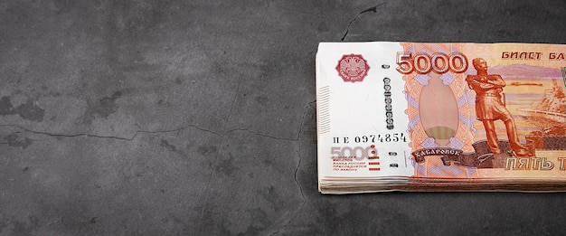 Billets en espèces russes de cinq mille roubles
