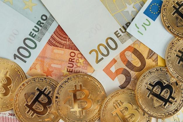 Billets en euros et concept d'investissement en crypto-monnaie bitcoin. pièce de monnaie d'or de bitcoin d'argent d'euro et de crypto.