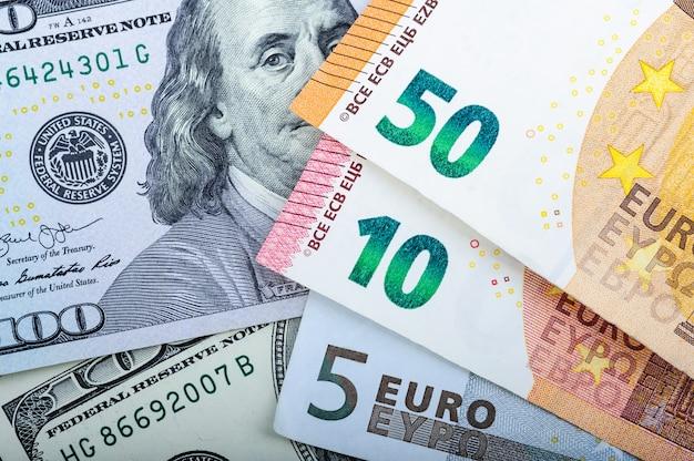 Billets en euros. différentes dénominations sur gris