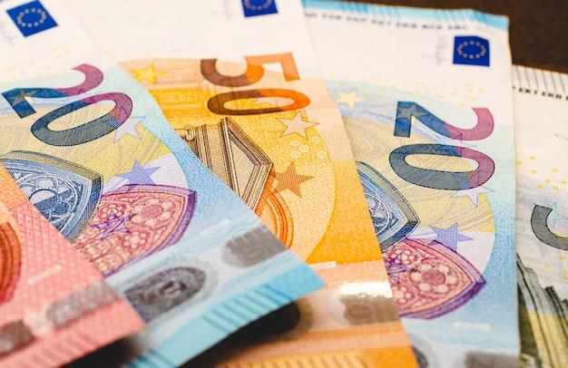 Billets en euros en photographie gros plan