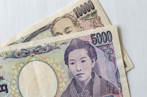 Billets japonais yen isolé sur fond blanc
