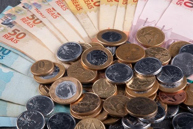Billets et pièces d'argent brésilien