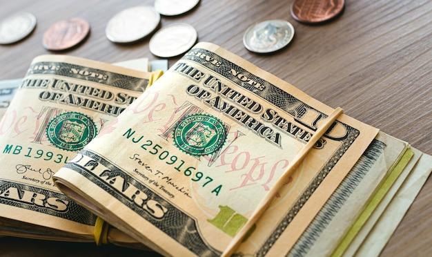 Billets et pièces en dollars américains dans la photographie en gros plan