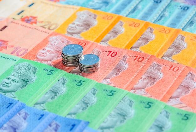 Billets et pièces en ringgit malais. concept financier.