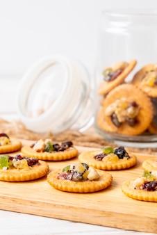 Biscuit biscuit aux fruits secs