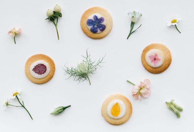 Biscuit floral sur fond blanc