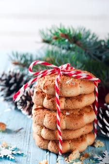 Biscuit de noël fait maison avec décoration