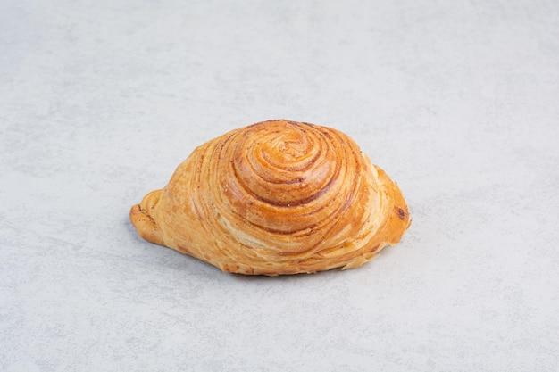 Biscuit sucré fait maison sur fond gris. photo de haute qualité